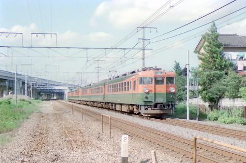 高崎線を走る165系の回送列車