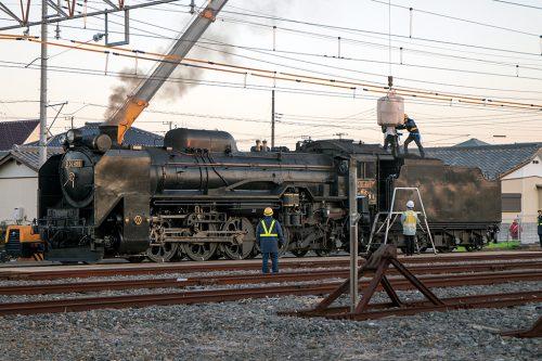 石炭積み込み作業