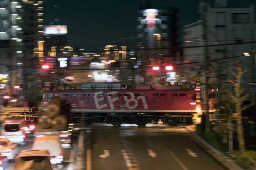 EF81-95 新宿踏切