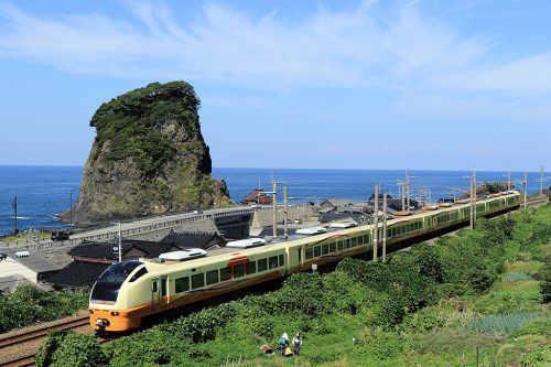 E653系電車 2008M  五十川 ~あつみ温泉間