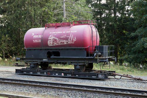 狭軌の上に標準軌の貨車