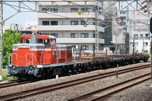 DE10-1704 配9295レ 平井駅