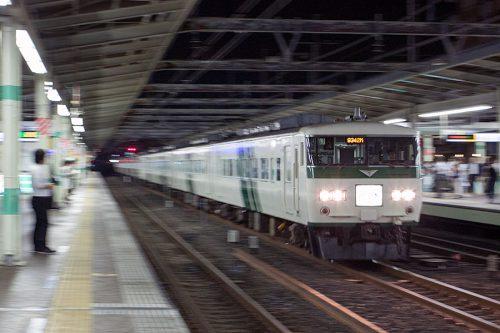 185系団臨 市川駅