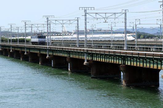 新幹線とEF65