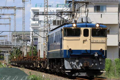 EF65-1102東高島工臨