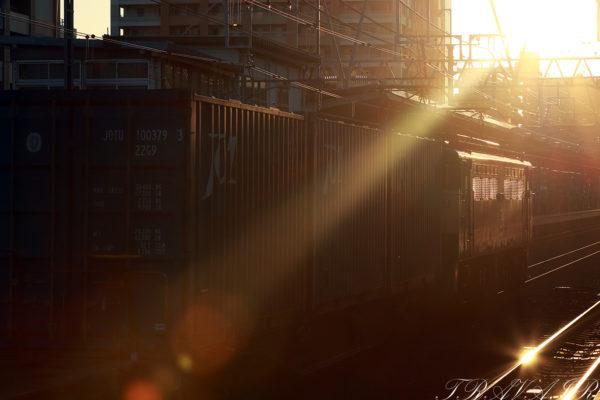 EF65-2067 18:24撮影 1090レ 市川駅(後追い)